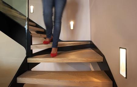Ideas para iluminar unas escaleras - Iluminacion led escaleras ...