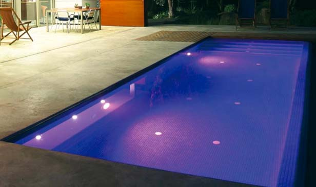 Iluminaci n e interiores para piscinas for Luces led piscina