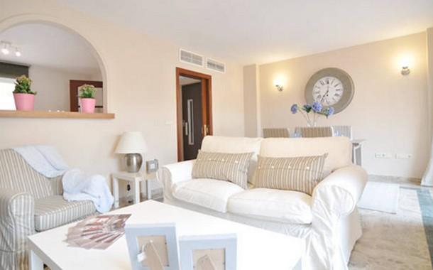 Consejos para decorar en tonos claros for Como decorar una casa minimalista